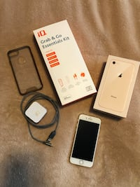 iPhone 8 64 GB - Gold (mint condition) with accessories Langley, V1M