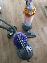 gray and purple Dyson upright vacuum cleaner El Cajon, 92021