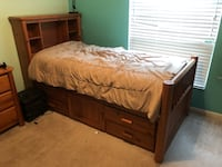 Captains bed bedroom set w/desk and hutch New Port Richey, 34654