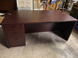 Office table with filing cabinet - excellent condition