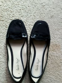 pair of black leather flats St. Catharines, L2M 4G1