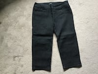 New, without tags, ladies Jean Capri pants from Reitmans, size 31 waist, pull on, spandex Brampton, L6R 2C4