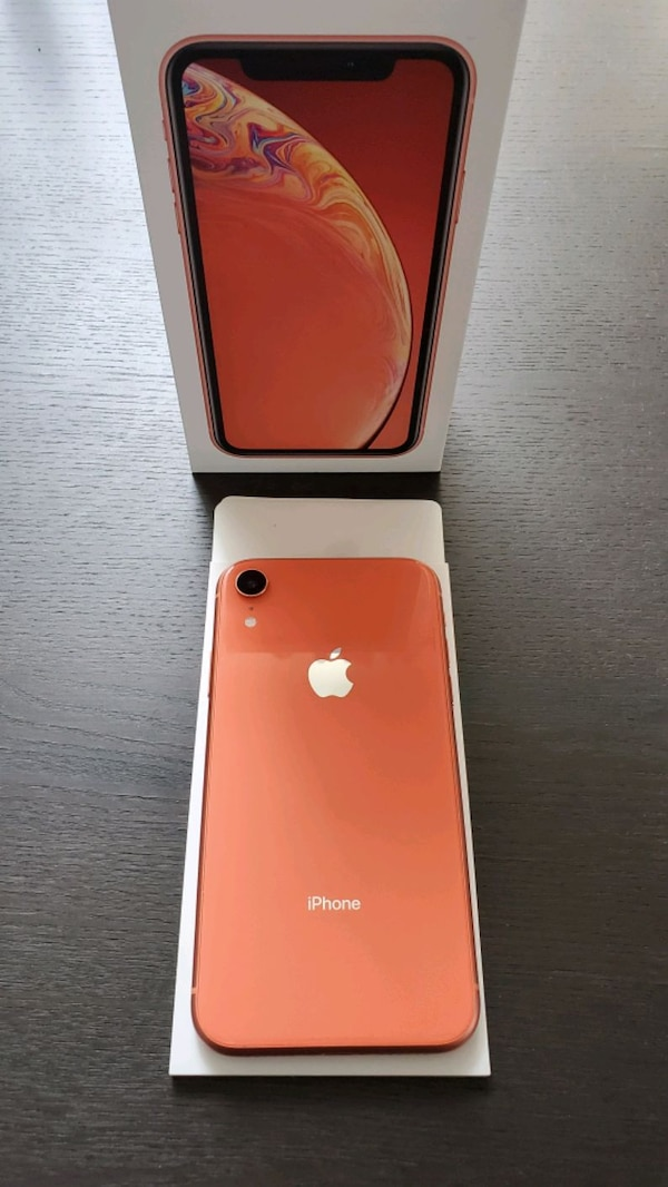 iPhone XR  64GB   *Mint Condition* 2