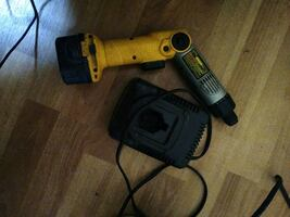 DeWalt heavy duty screwdriver battery and charger