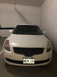 ***low km*** 2009 Nissan Altima(low balls will be ignored) Markham