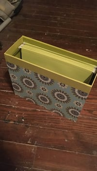 File box with hanging folders
