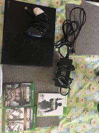 Black Xbox one comes with controller  Manassas Park, 20111