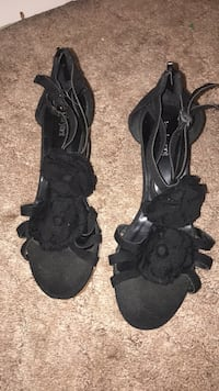 pair of black open-toe sandals Spanish Fort, 36527