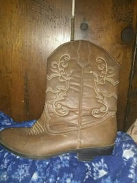 Women cow girl boots size six