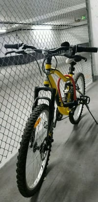 black and yellow full suspension bicycle Richmond Hill