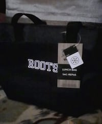 Roots lunch bag. Insulated. New with tags Brampton, L6X 1G3