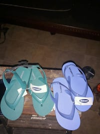 pair of blue-and-green flip flops 514 mi