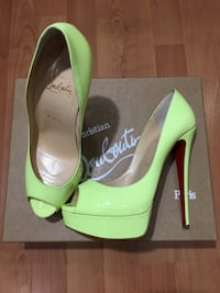 Christian Louboutin ( оригинал )Lady Peep 150 mm Neon Patent Leather Размер: 38  Москва, 105082