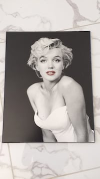 Marilyn Monroe photo with black wooden frame