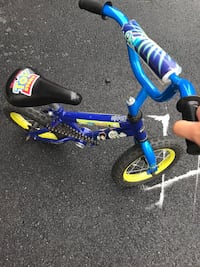 toddler's blue and black bicycle Leesburg, 20175