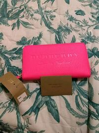 Authentic burberry pink wallet Vancouver, V6A 1M9