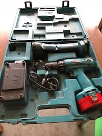 14.4V Makita drill with flashlight attachment, charger, and hard case Star, 83669