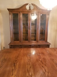 Dinning table set and hutch Toronto, M4A 1C4