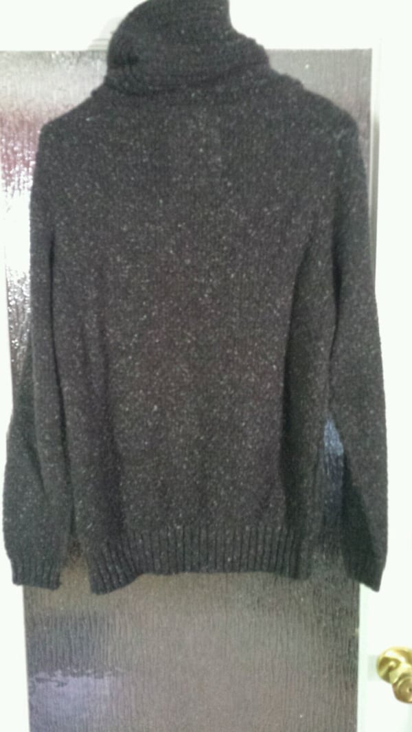 GUESS Men's sweater  b1a85f52-0a4c-4cec-abf2-4f200332a16c