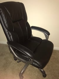 black leather padded rolling armchair 752 mi