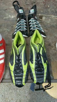 Size 9 cleats and shin pads Waterford, N0E 1Y0