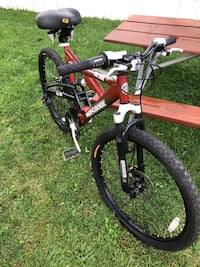 Mongoose XR 200 - 21 Speed Mountain Bike Excellent Condition - Off Road - Dirt - Trail Bicycle - Available & Negotiable  - Off-road  Farmington Hills, 48336