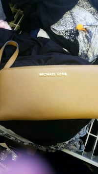 brown Michael Kors leather wristlet Surrey, V3W 1Y9