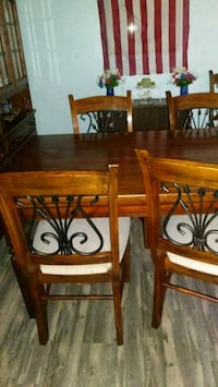 Dining table/or best offer Las Vegas, 89102