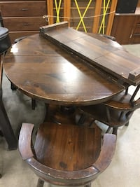 Pine round table with 2 leaf extensions and 7 chairs Frederick, 21701