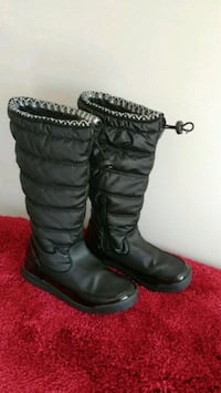 Winter boots for young kids (Size 6M)