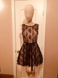 Short lace lined dress. Bought it at Macy's for $150. Worn once. Like new. Size 7-8 Hurst, 76053