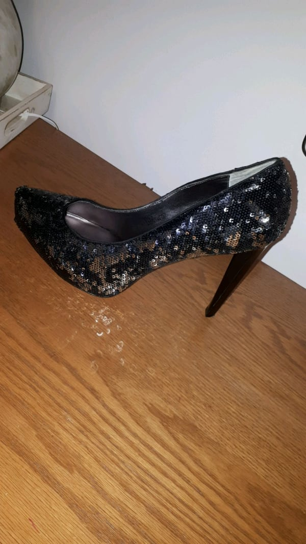 BCBG Black and Silver glitter heals size 40 0