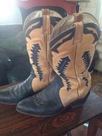 Pair of brown-and-black leather cowboy boots size 10E Clarington, L0B