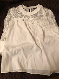 white lace scoop-neck long-sleeved shirt Toronto, M9N 3L4