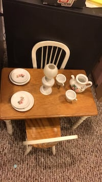Table/chairs/dinnerware for American girl dolls  East Islip, 11730
