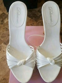 pair of white leather open-toe heeled sandals Waukegan, 60085