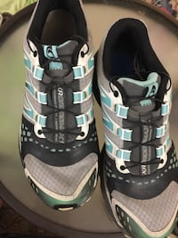 pair of gray-and-black Nike running shoes 3747 km