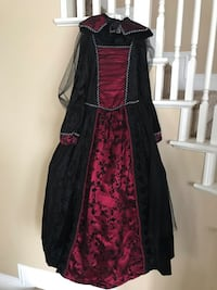 Halloween dress with black sheer cape. Children's Size 10/12 Temecula, 92592