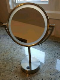 Lighted 3X Magnifying Makeup Mirror 554 km