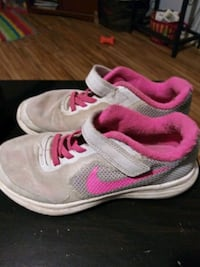 pair of pink-and-white Nike running shoes Kingsport, 37664