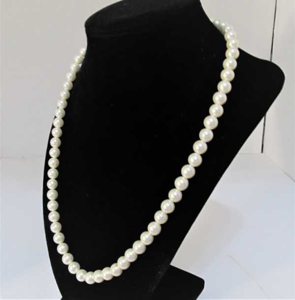 VINTAGE SARAH COVENTRY SINGLE STRAND FAUX PEARL NECKLACE 7436cbe1-89a1-4c73-bded-feca7433efe3