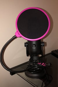 Blue yeti with a pop filter Langley, V1M 1P4