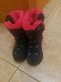 Toddler size 9 snow boot