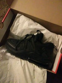 unpaired black Nike lace-up sneaker with box Washington