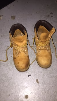 pair of wheat nubuck Timberland premium work boots 537 km
