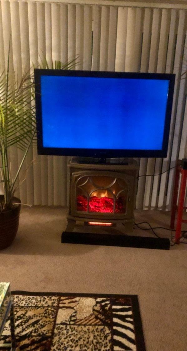 Whole apt w furniture Red couch Tv Fireplace loveseat tables b6e0d09d-5f34-4d0c-a8a1-a5ab042aaaaf