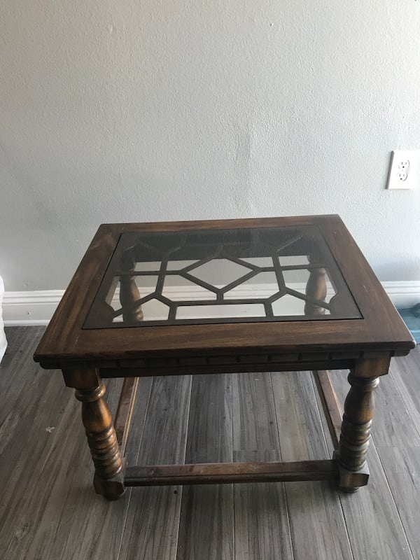 Glass-top Side table 755d6274-edad-49e9-9aaa-939b5bc3df60