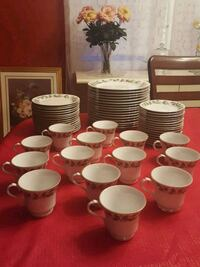 16 piece Noel Fine China with gold rim. Bowie, 20716