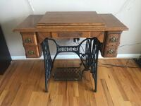 Antique Singer treadle sewing machine Linganore, 21774