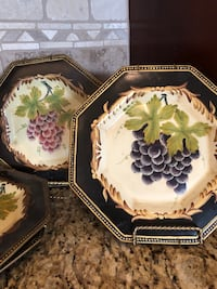 Set of 4 decorative plates. Comes with plate hangers  Newtown, 18940